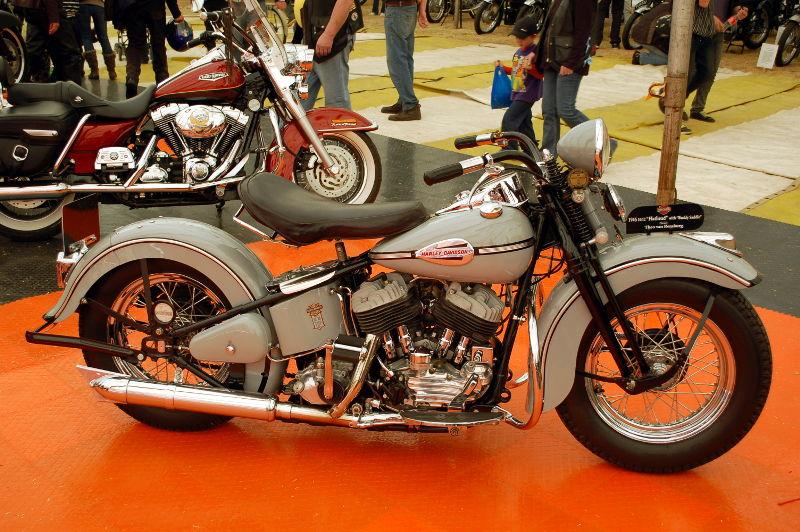 Harley_Davidson_1946_10_12_Flathead_1.jpg
