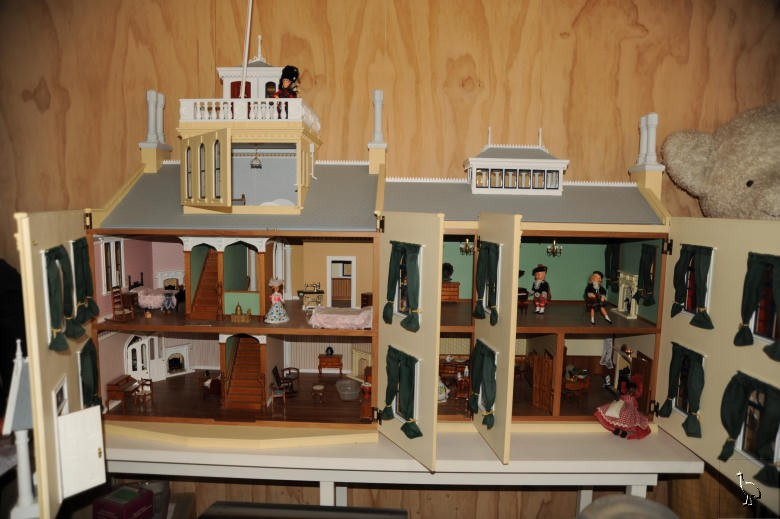 Dollhouse Exhibition And Toy: Dolls House